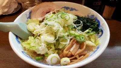 背脂醤油ラーメンに野菜盛り。