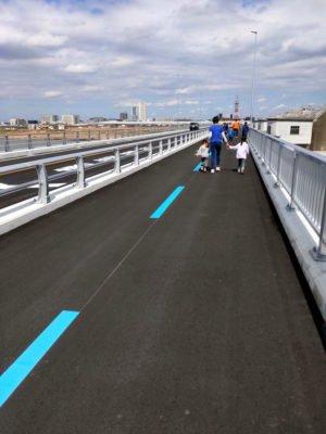 自転車道+歩道で2車線。