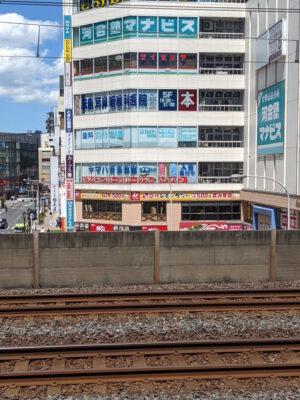 JR本八幡駅で総武線を待っていると