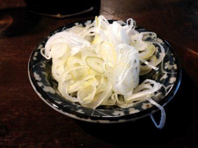 現在の一茶庵の立ち食いコーナーで食べた蕎麦についてきたネギ